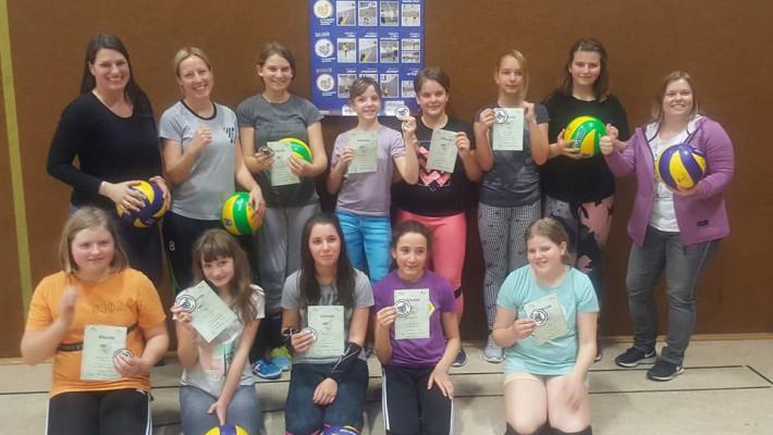 Weibliche Jugend absolviert das Spielabzeichen in Bronze